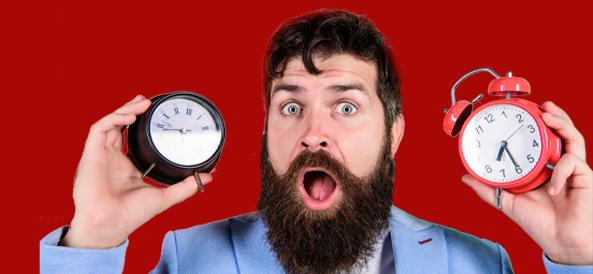 Visuel homme avec horloges - Changement des horaires des agences CD SUD